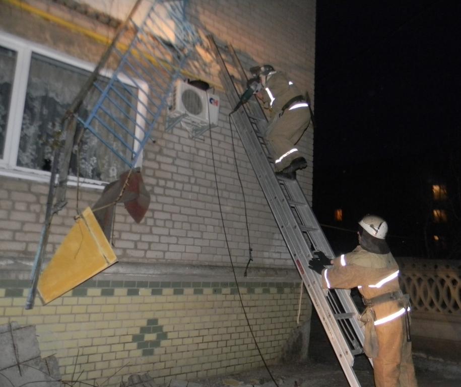 Каховчанин упал со второго этажа вместе с балконом: причины .