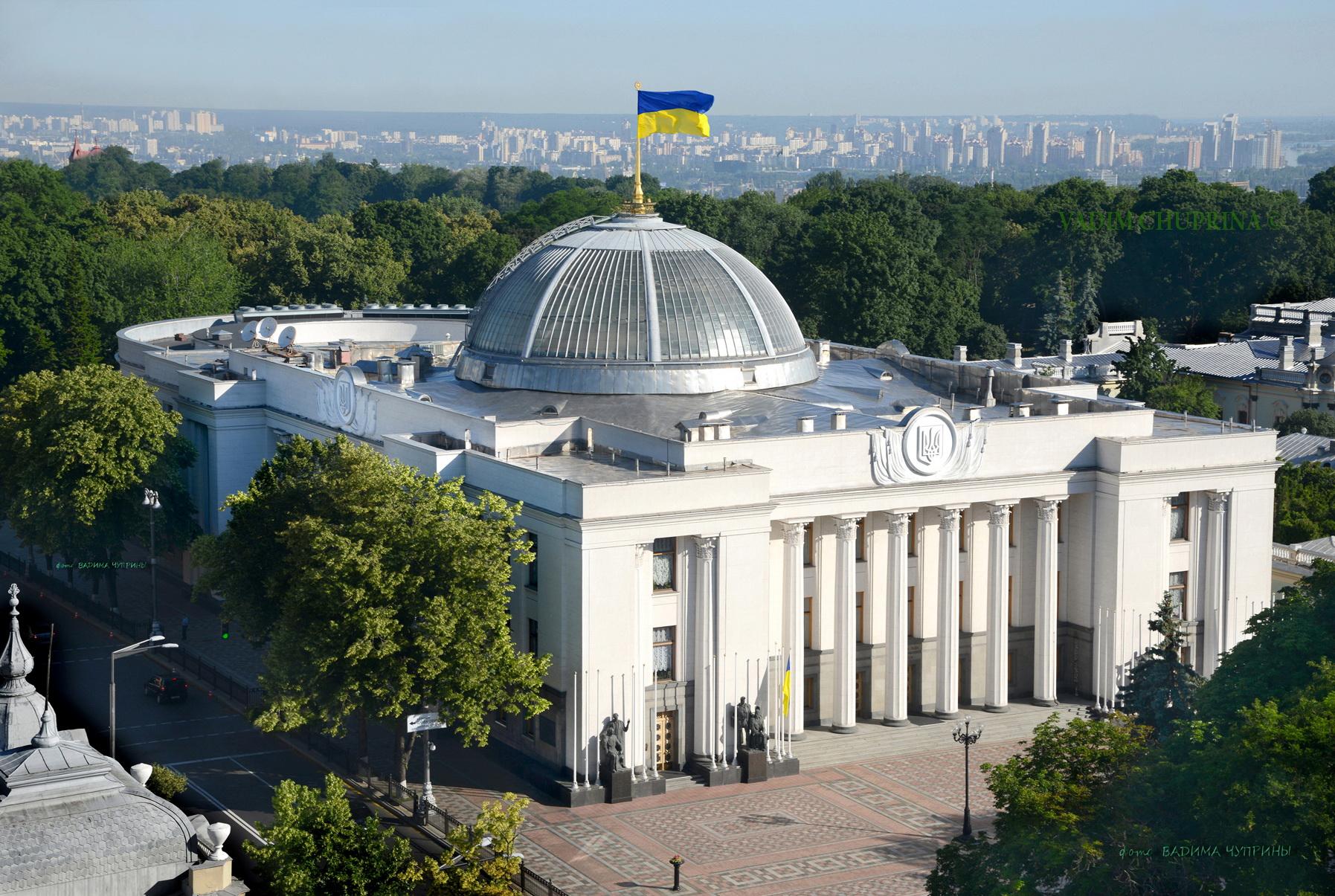 Семь избранных народных депутатов сегодня приняли присягу
