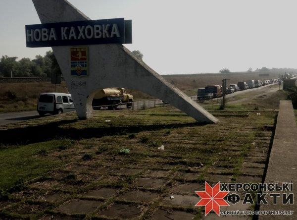 Дорога на Новую Каховку ловит транспорт в капкан