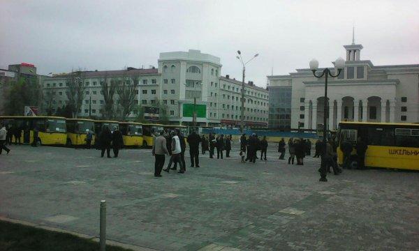 Школьные автобусы на Херсонщину хочет поставить партнер Порошенко