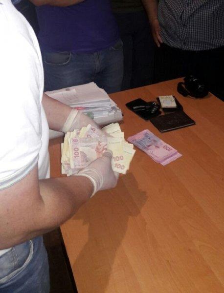 На Херсонщине будут судить полицейского, который получил взятку
