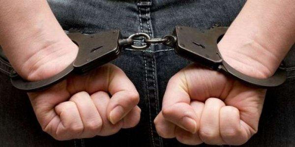 У Каховці поліцейські за 15 хвилин затримали чоловіка, який пограбував магазин