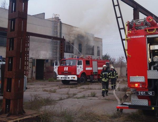 В Херсоні рятувальники ліквідували пожежу в покинутій будівлі