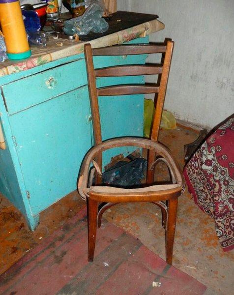 У Херсонській області поліцейські затримали зловмисника, який вбив знайомого ніжкою від стільця