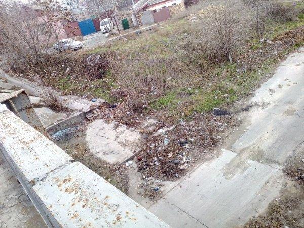 Херсонский Жилпоселок завален мусором