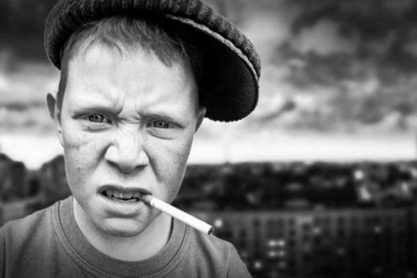 Несовершеннолетних на Херсонщине массово судят за курение