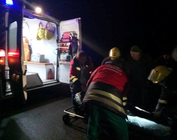 На Херсонщині рятувальники допомогли водію, який постраждав у ДТП