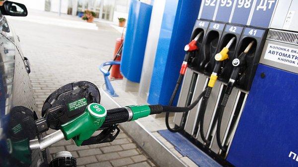 В Украине дорожает бензин из-за девальвации гривны – эксперт