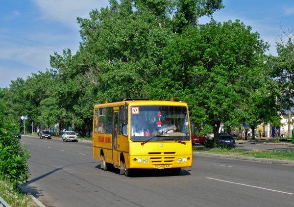 Ремонт школьного автобуса в селе на Херсонщине: ни запчастей, ни денег