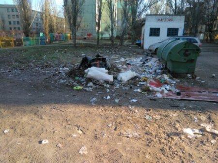'Нехудожественный район': херсонцы жалуются на мусор во дворах
