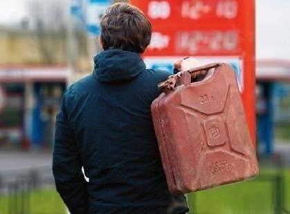 На Херсонщине получил приговор мужчина, который сливал топливо со школьного автобуса