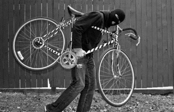 На Херсонщині поліцейські упродовж доби розкрили крадіжку велосипеда та повернули його власниці
