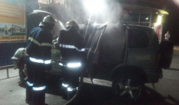 Новокаховські вогнеборці оперативно ліквідували пожежу легковика