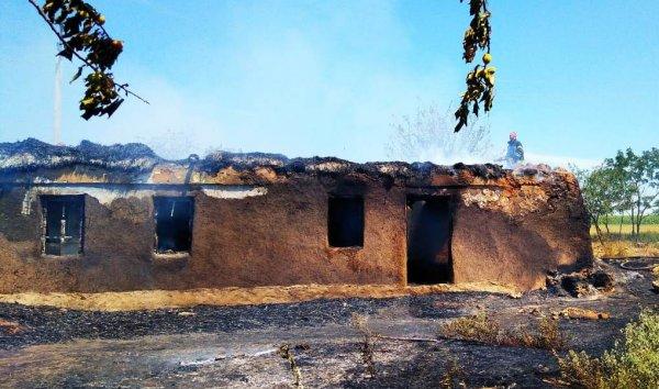 На Херсонщині ліквідовано пожежу покинутої господарчої споруди