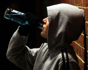 На Херсонщині оштрафували пенсіонерку, через те що онук в школі розпивав вино