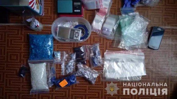 У Херсоні поліцейські затримали злочинну групу наркодилерів з психотропною речовиною на понад мільйон гривень