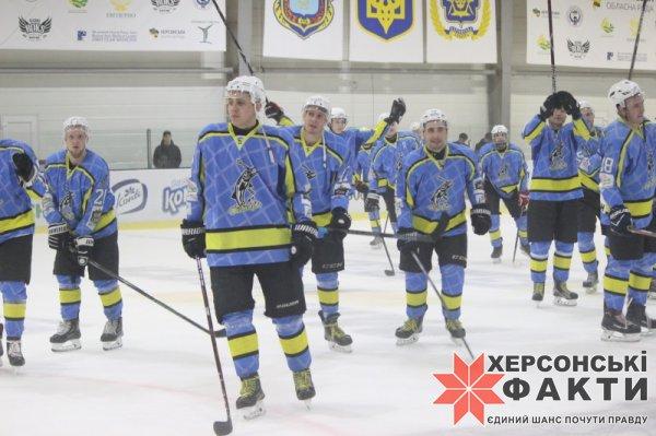 """Хоккей. Херсонский """"Днепр"""" при поддержке родных трибун снова обыграл чемпиона Украины"""