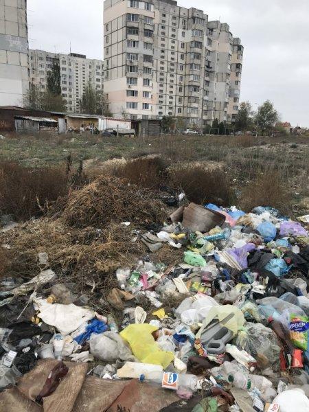 Херсонцы жалуются на помойки в микрорайоне Корабел