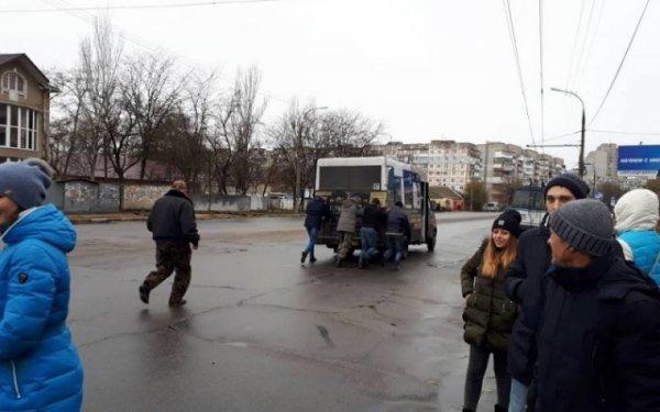 Транспортный коллапс в Херсоне: полицейские проведут выемку документов в мэрии