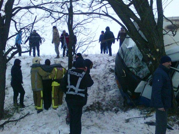 У Великолепетиському районі рятувальники допомагали в ліквідації наслідків дорожньої аварії