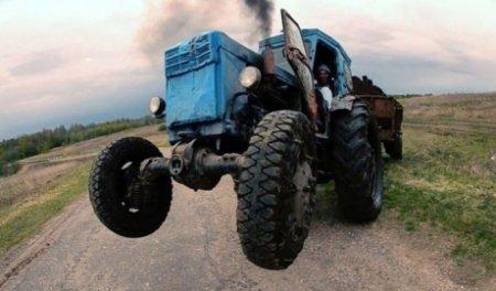 Каланчацькі поліцейські за 2 години розкрили угон трактора та крадіжку металовиробів у фермера