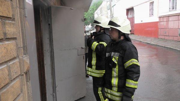 Херсонські рятувальники ліквідували пожежу в складському приміщенні