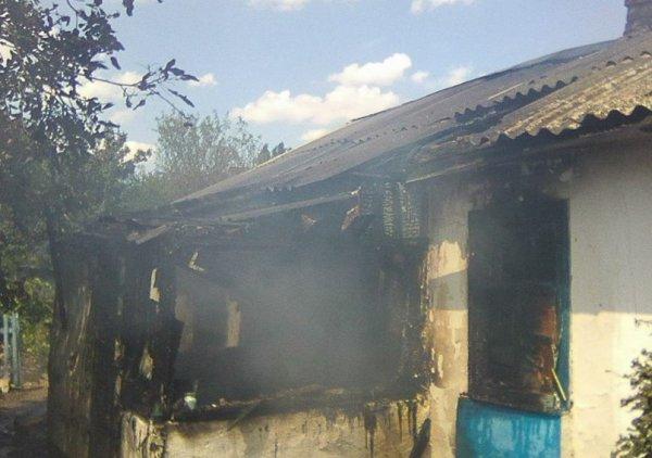 Генічеські рятувальники ліквідували пожежу у житловому будинку