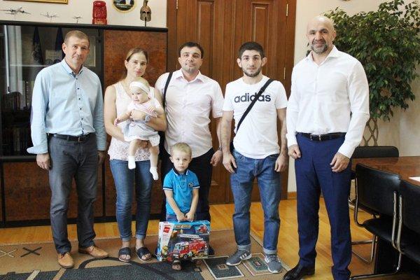 Владислав Мангер привітав Чемпіона світу Еріка Арушаняна з перемогою
