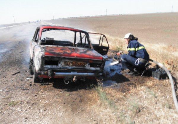 Рятувальники Новотроїцького району загасили палаюче авто