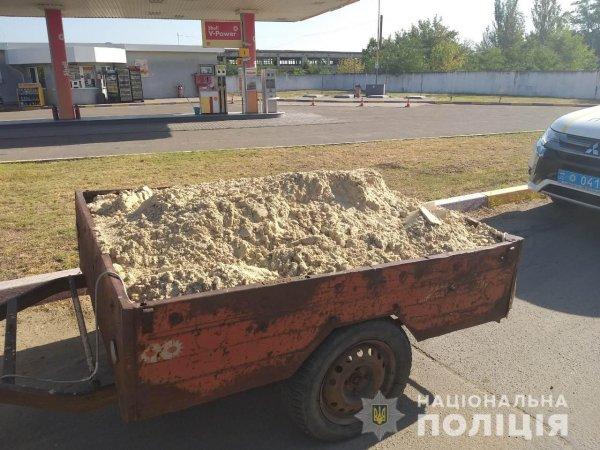 В Білозерському районі поліцейські помітили автівку з піском – водій підтвердив законність перевезення вантажу
