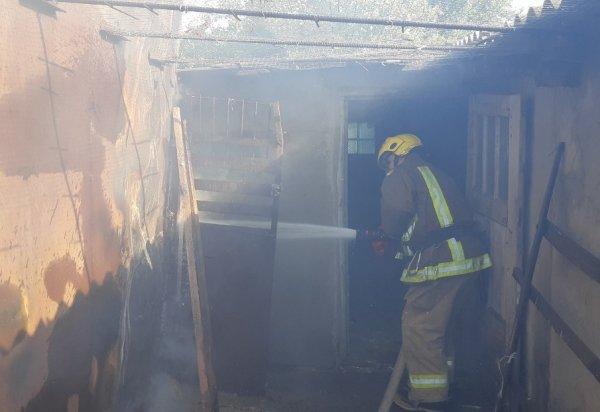Бериславські вогнеборці загасили сінник з дровами