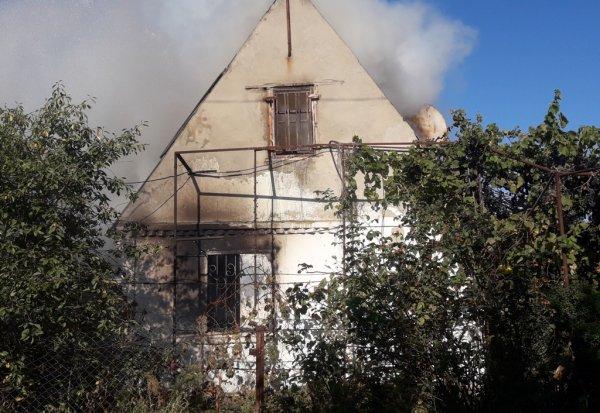 Новокаховські рятувальники ліквідували пожежу дачного будинку