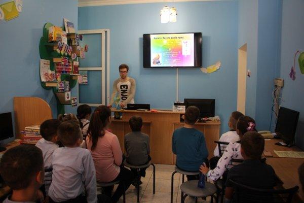 Дніпрова Чайка навчає школярів кіберграмотності