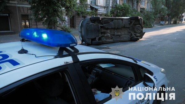 У Херсоні поліція встановила винного в скоєнні ДТП, в результаті якої перекинувся автомобіль з виборчими бюлетенями