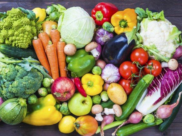 С каждым приемом пищи осенью надо съедать хотя бы по одному-два овоща- медик