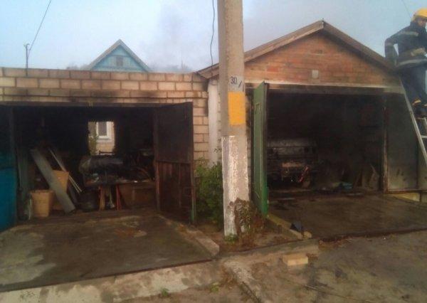 В Голопристанському районі горіли дві господарчі споруди. Вогнем знищено автомобіль