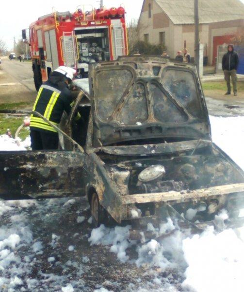 Каланчацькі рятувальники ліквідували пожежу автомобіля