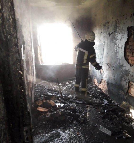 У Херсоні рятувальники ліквідували пожежу покинутого будинку