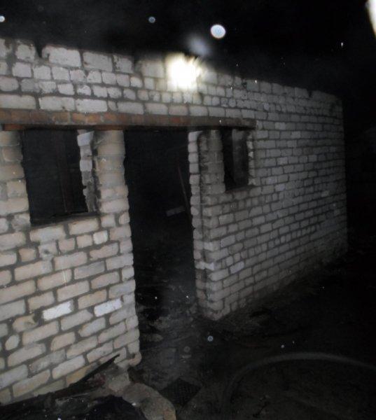 Чаплинські рятувальники ліквідували пожежу господарської споруди