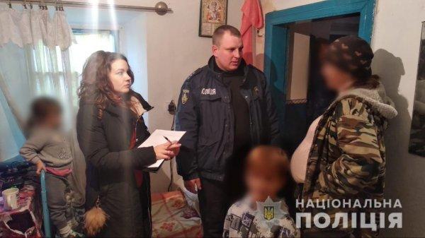 Ювенальні поліцейські разом з дільничними офіцерами перевірили родини, які перебувають на обліку у соціальних служб
