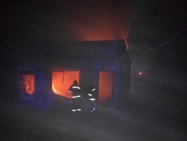 Високопільські рятувальники ліквідували пожежу в кіоску з квітами