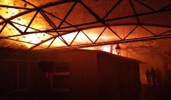 У Генічеську посеред ночі виникла пожежа приватного будинку