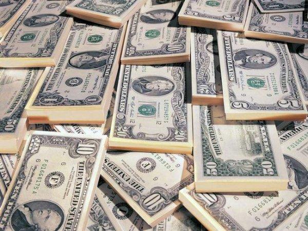 Украинцы за год продали почти 15 млрд долларов