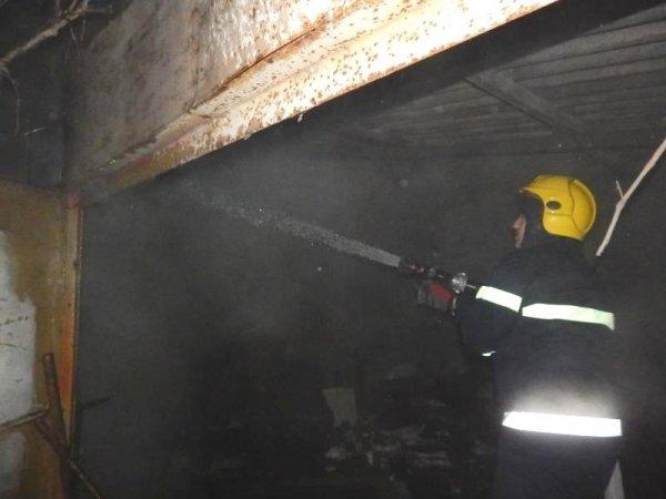 Скадовські рятувальники ліквідували пожежу в гаражі