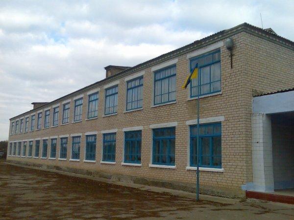 Замена окон и дверей в школе на Херсонщине попала в поле зрения правоохранителей