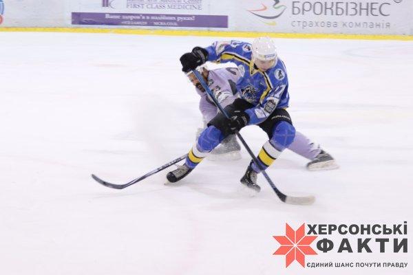 """Хоккей. Сегодня херсонский """"Днепр"""" в столице сыграет с """"Ледяными Волками"""""""