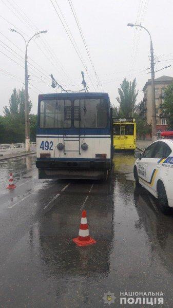 Обставини зіткнення двох тролейбусів у Херсоні встановлюватимуть працівники патрульної поліції