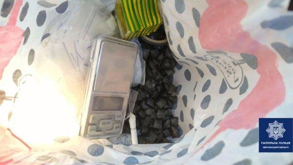 В Херсоне патрульные задержали очередного «закладчика» с большим количеством наркотиков