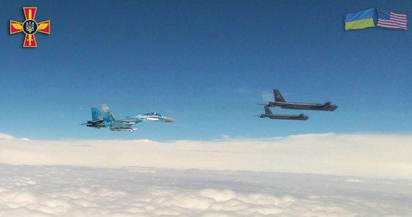 Небо над Херсоном начали патрулировать американские бомбардировщики